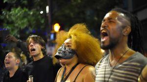 Mielenosoittajia Charlottessa, Pohjois-Carolinassa 21. syyskuuta 2016.