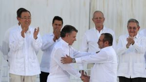 Colombian President Juan Manuel Santos (3-L) and leader of the Revolutionary Armed Forces of Colombia (FARC) Rodrigo Londono Echeverri (R), alias 'Timochenko', shake hands after signing the peace agreement between Colombia's government and FARC to end over 50 years of conflict in Cartagena, Colombia, 26 September 2016. The pact is the result of nearly four years of talks in Havana and was signed at a