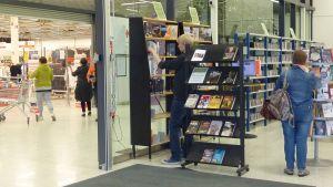 Nokian väliaikainen kirjasto Tokmannin yhteydessä