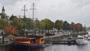 Eteläranta, Pori, laiva