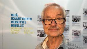Per-Olof Öller on eläkkeellä, mutta tekee yhä töitä.