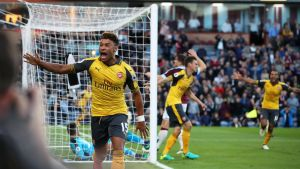 Arsenalin Alex Oxlade-Chamberlain juhlii maalia.