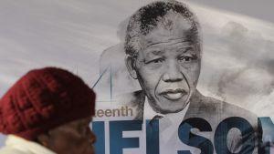 Etelä-Afrikan entinen presidentti ja ihmisoikeustaistelija Nelson Mandela on yksi kaikkien aikojen kuuluisimmista rauhannobelisteista. Hän sai palkinnon 1993.