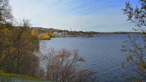Näsijärven ulappaa ja Pispalaa Onkiniemen kalliolta nähtynä