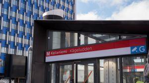 Keilaniemen metroaseman uloskäynti.