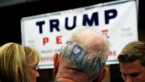 Donald Trumpin kannattajia Manheimin pikkukaupungissa Pennsylvaniassa.