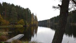 Syksyinen järvimaisema Hauholta