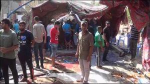 Bagdadilaisia kokoontui suremaan ja tutkimaan itsemurhaiskun tuhoja lauantaina