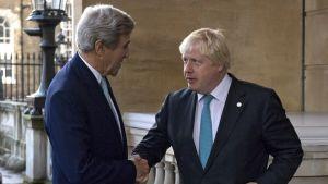 Yhdysvaltain ulkoministeri John Kerry ja Britannian ulkoministeri Boris Johnson Lontoossa