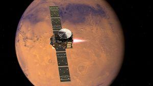 Havainnekuva Marsia lähestyvästä Euroopan ja Venäjän luotaimesta ja siitä irtautuvasta Schiaparelli-laskeutujasta