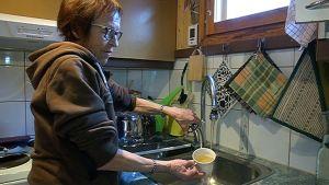 Marja Pukarinen antaa vesiongelman tiedottamisen arvosanaksi pyöreän nollan.