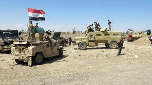Shiiamuslimien puolisotilaalllisia joukkoja 30. toukokuuta Fallujassa.
