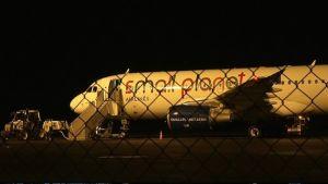 Lentokone lentokentällä