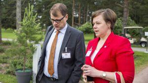 Juha Sipilä ja Paula Lehtomäki.