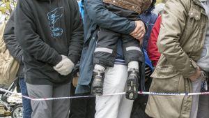 Turvapaikanhakijat osoittivat mieltään Kuopiossa poliisiaseman edessä