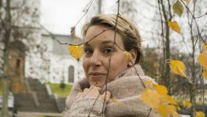 Kuvataiteilija Terike Haapoja palkittiin live art -palkinnolla Kuopion Anti-festivaaleilla.