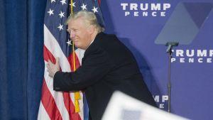Donald Trump kampanjoi Leesburgissa.