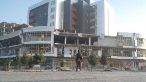 Räjähdyksen tuhoja Mazar-i-Sharifin kaupungissa.
