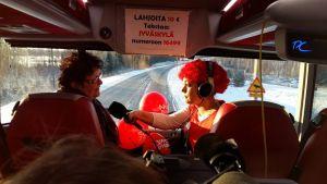 Nenäpäivän bussissa.