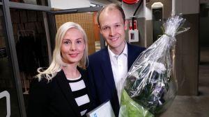 Turun Nuorkauppakamarin puheenjohtaja Daniela Knif-Kiviniemi ja Meyer Turun toimitusjohtaja Jan Meyer.