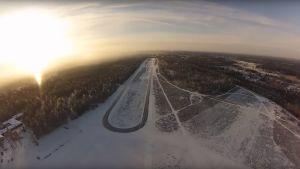 Luistelurata Nummelan lentokeskuksessa.