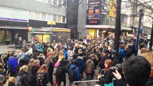 Lukiolaisten mielenosoitusmarssi Jyväskylässä.
