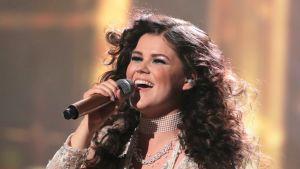 Saara Aalto X-Factor -kilpailussa 19. marraskuuta.