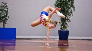 Aerobic vaatii notkeutta ja voimaa.