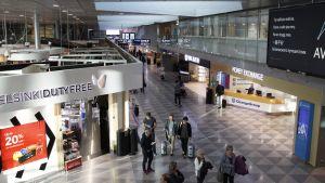 Helsinki-Vantaan lentoaseman terminaali.