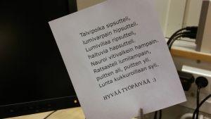 Anne Kietäväisen työpöydältään löytämä runo.