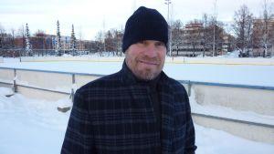 Kimmo Timonen lapsuusmaisemissaan Kuopionlahden kaukalolla