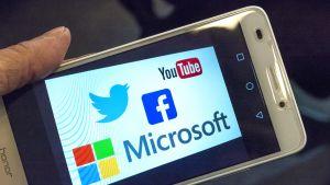 Youtube Twitter Microsoft ja Facebook logot.
