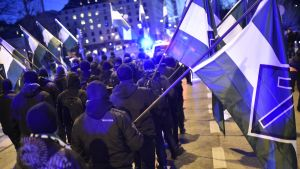 Pohjoismaisen vastarintaliikkeen kulkue Hakaniemessä tiistaina myöhään iltapäivällä.