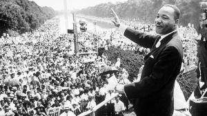 Martin Luther King puhuu Lincoln Memorialin edustalla Washingtonissa elokuussa 1963.