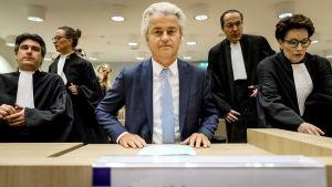 Geert de Wilders oikeudenkäynnissä Hollannissa 23. marraskuuta.