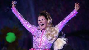 Saara Aalto Britannian X Factor -finaalissa.