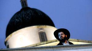 Ortodoksijuutalainen mies Trafalgarin aukiolla Lontoossa.