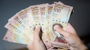Sadan bolivarin seteleitä.