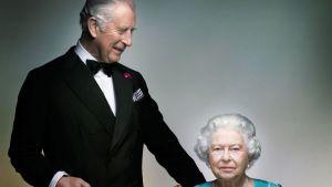 Kuningatar Elisabet II ja Walesin prinssi Charles