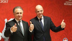 Venäjän varapääministeri Vitali Mutko (vas.) ja Fifan puheenjohtaja Gianni Infantino.