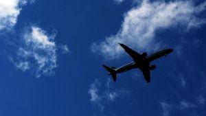 Lentokoneen silhuetti