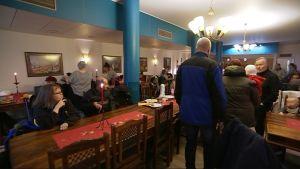 Vuosittain ilmaisen jouluaterian Rovaniemellä käy syömässä noin 450 henkeä.