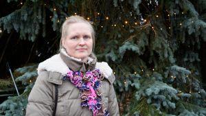 Terhi Tolvanen viettää jouluaan perhepiirissä. Miestä ei jouluun enää kuulu.