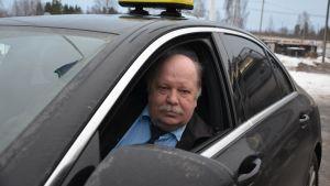Taksiautoilija Pekka Mesiäinen.