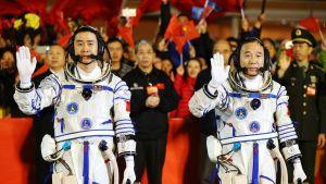 kaksi avaruuslentäjää
