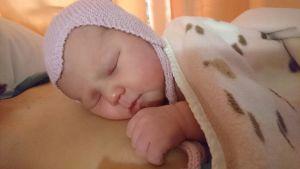 Jenni Ervastin ja Henri Purosaarin vauva