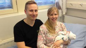 Henri Kurvinen, Sara Tervo ja vauva.