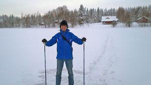 Lumikengillä käveleminen on turistille eksoottinen kokemus.