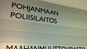 Maahanmuuttovirasto Migrin palvelupiste sijaitsee Vaasan pääpoliisiasemalla.