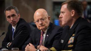 Apulaispuolustusministeri Marcel Lettre (vasemmalla), kansallisen tiedustelupalvelun johtaja James Clapper (keskellä) ja kansallisen turvallisuusvirasto NSA:n johtaja Michael Rogers olivat torstaina Yhdysvaltain senaatin kuultavina.